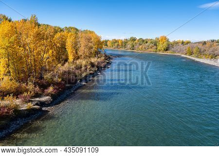 Calgary, Alberta, Canada - 27 September 2021:  Bow River From Bow River Pathway In The Autumn Season