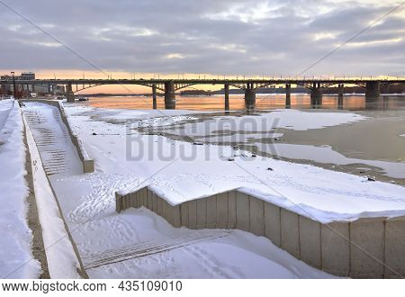 Embankment Of The Ob River In Novosibirsk. Granite Descent To The Water, Oktyabrsky Automobile Bridg