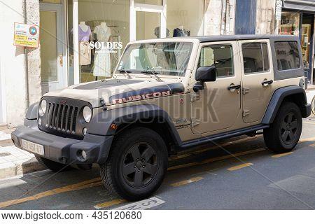 Bordeaux , Aquitaine  France - 09 30 2021 : Jeep Rubicon Wrangler Unlimited Recon Edition American O