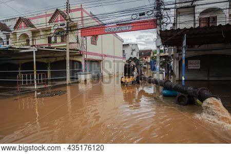 27,sep,2021,lopburi Thailand,huge Water Pumps Are Draining Water From Roads And Houses Flooded By Wi