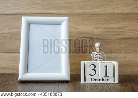 31 October Calendar And Frame With Copy Space For Text. Happy Halloween Day, Hello October, Fall Aut