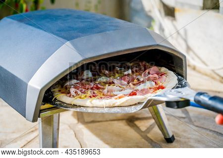 Making Home Made Pizza In Portable High Temperature Pizza Oven.