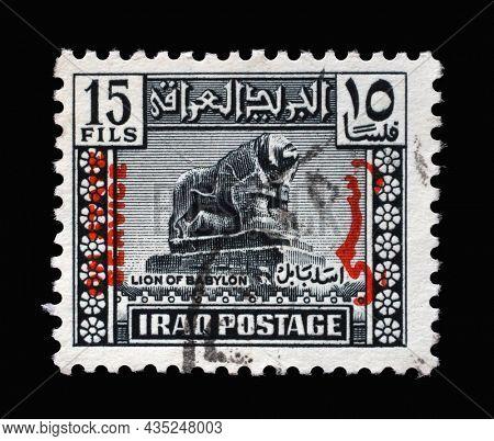 ZAGREB, CROATIA - SEPTEMBER 18, 2014: Stamp printed in Iraq shows Lion of Babylon, basalt, from the Royal Nebuchadnezzar II, circa 1942