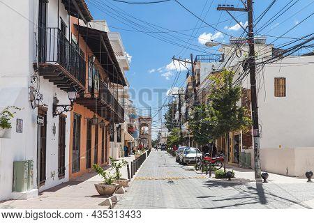 Santo Domingo, Dominican Republic - January 11, 2017: Street View Of Santo Domingo Downtown. Ordinar