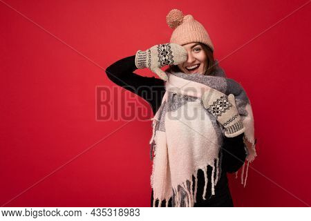Photo Of Young Positive Happy Attractive Brunette Woman With Sincere Emotions Wearing Winter Clothes