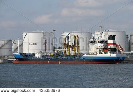 Klaipeda, Lithuania - October 02: Boats At Klaipeda Sea Port At October 02, 2021 In Klaipeda, Lithua