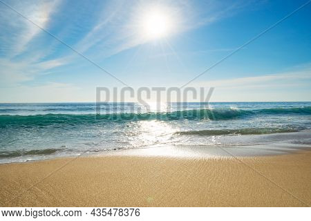 Realistic Sun Nature View Summer Sunny Day The Horizon Of The Sea Ocean With Beautiful Sun Light Fla
