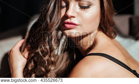Close-up Of The Seductive Face Of The Brunette With Beautiful Makeup And Sexy Lips. Luxurious Hairst