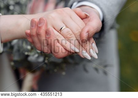 Hands Of Young People With Wedding Wedding Rings. Wedding Day Details. Calla Flowers. Spouses Newlyw