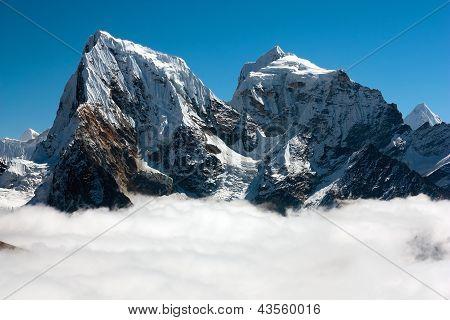 view from Gokyo Ri to Arakam Tse, Cholatse and Tabuche Peak - trek to Everest base camp - Nepal
