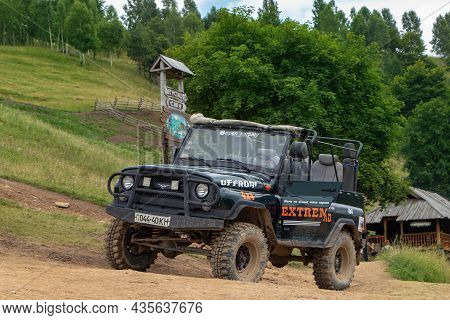 Yaremche Ukraine. 23 June 2021: Tourist Suv For Extreme Mountain And Off-road Driving.