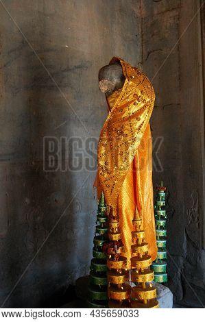 Hindu God Mother Goddess Maha Lakshmi Mahadevi Deity Angel God Statue For Cambodian People And Forei