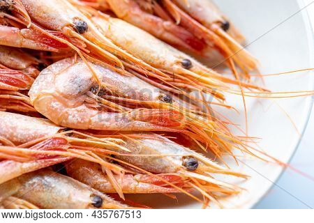Boiled Unpeeled Northern Shrimp On A Plate, Close-up. Marine Delicacy Of The Order Of Crustaceans