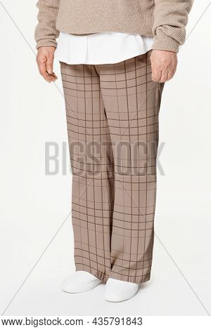 Comfortable loose pants in brown with plaid studio apparel
