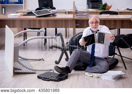Old businessman employee in bankruptcy concept in the office