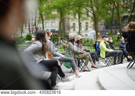 New York, Usa - May 11, 2021: People Are Relaxing And Enjoying Nice Sunny Spring Day In Bryant Park