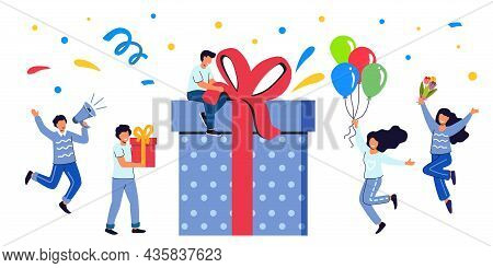 Loyalty Program Concept People Getting Gifts And Rewards From Store Bonus Points Reward Productive E
