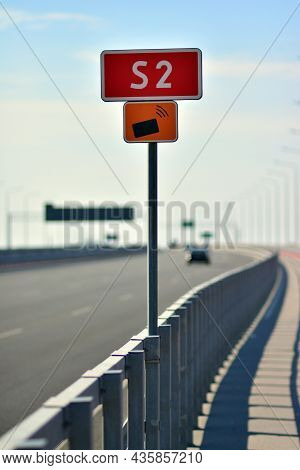 Warsaw, Poland. 10 Oktober 2021. View Of Road And Signs On Southern Bypass Of Warsaw S2. City Sign