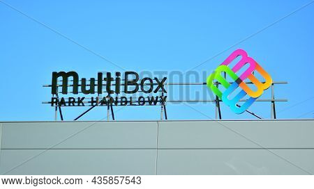 Warsaw, Poland. 10 Oktober 2021. Sign Multi Box Park Handlowy. Company Signboard Multi Box Park Hand