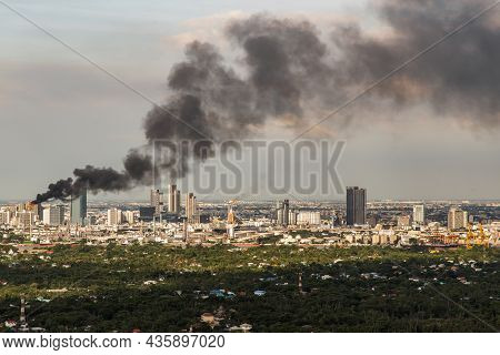 Bangkok, Thailand - 10 Oct, 2021 : Plume Of Smoke Clouds From Burnt Industrial Or Office Building On