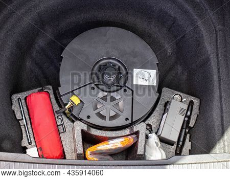 Original Subwoofer, First Aid Kit And Compressor For Inflating Wheels In A Car Trunk Niche