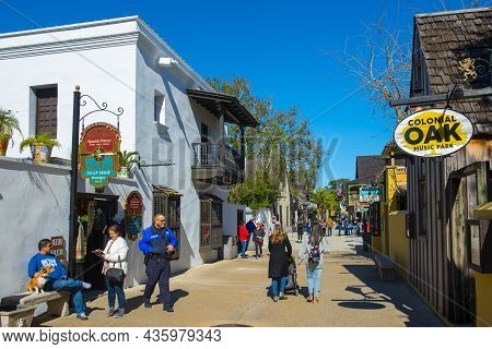 St. Augustine, Fl, Usa - Jan. 25, 2019: Market To Market Spanish Pottery In A Historic Commercial Bu
