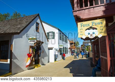 St. Augustine, Fl, Usa - Jan. 25, 2019: Historic Commercial Buildings At 76 St. George Street In His