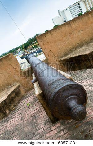 Old Metall Gun In House Of Christofer Columb Santo Domingo