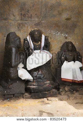 Dhakshinamoorthy At Gangaikunda Temple.