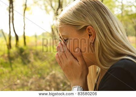 woman allergy sneeze