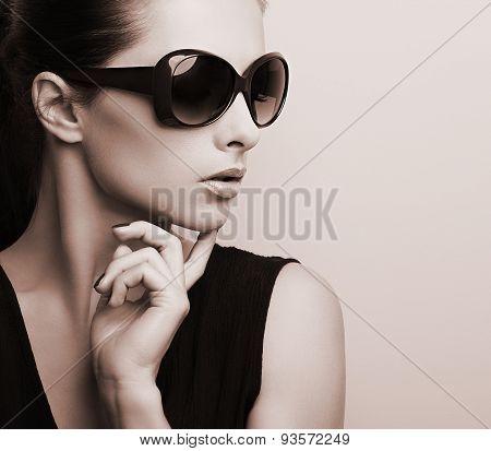 Fashionable Chic Female Model Profile In Fashion Sun Glasses Posing. Black And White Portrait