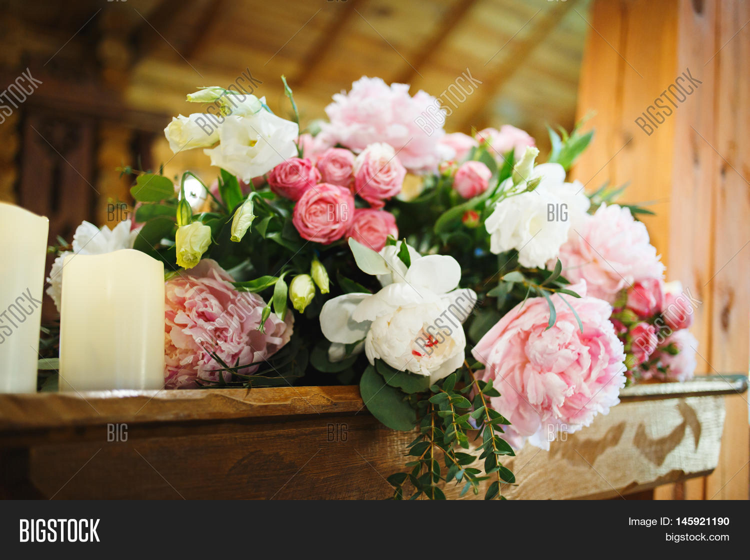 Wedding table decoration pink image photo bigstock for Table 20 personnes