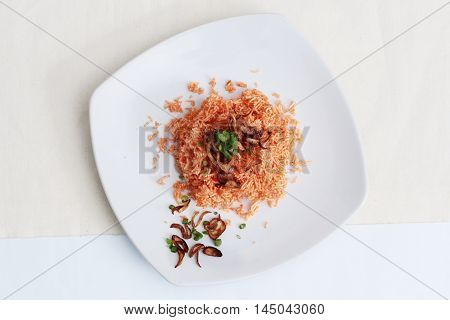 Mixed crispy rice noodle,(Crispy rice,noodle,fried shallots and split onion.)