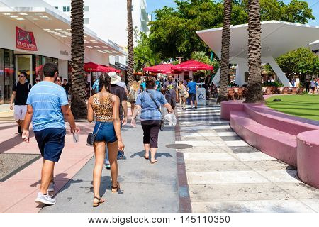 MIAMI BEACH, USA - AUGUST 6, 2016 : People, shops and restaurants at Lincoln Road, a famous tourist destination and shopping mall in Miami Beach