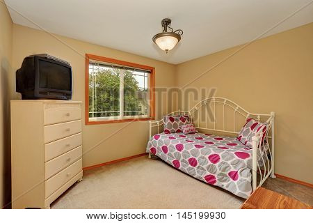 Small Kids Room Interior With Simple Design