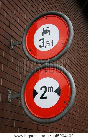 Width and weight restriction road signs in the Switzerland. No vehicles over 3.5 tons and 2 meters.