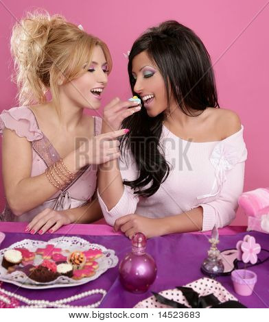 Fashion Girls Fighting For Eat The Sweet
