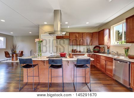 Traditional American Kitchen Featuring Stainless Steel Appliances.