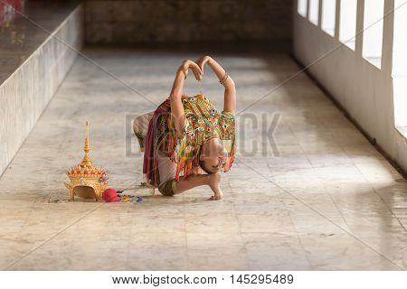 Classical Thai Tune, Manohra