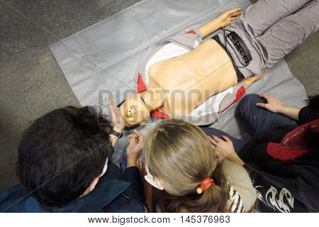First aid learning in Emercom - training mannequin and heads of students