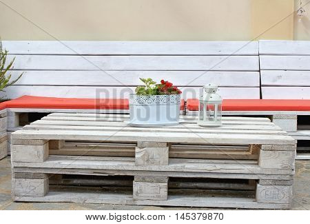 bench and table from pallets 9 in white