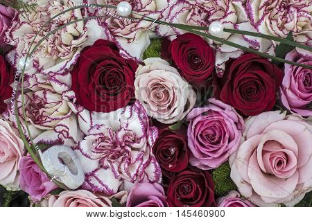 Flower arrangement with red and pink roses