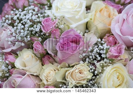 A elegant Flower Bouquet in White and pink