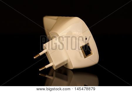 Internet connection range extender device. Powerful and efficient.