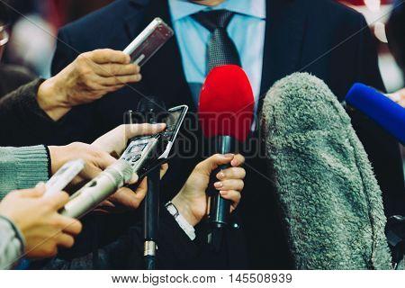 Media Surrounding Vip