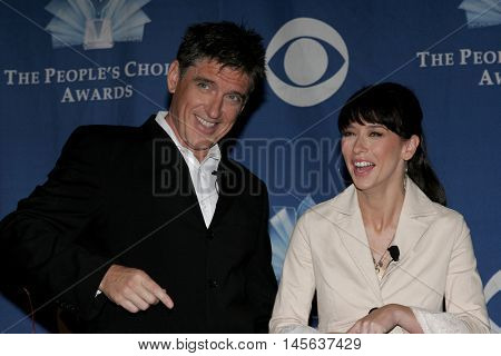 Craig Ferguson and Jennifer Love Hewitt at the 32nd Annual People's Choice Awards Nominations held at the Hollywood Roosevelt Hotel in Hollywood, USA on November 10, 2005.