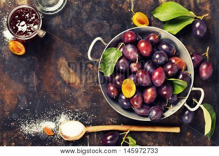 Making plum jam bassed on traditional recipe