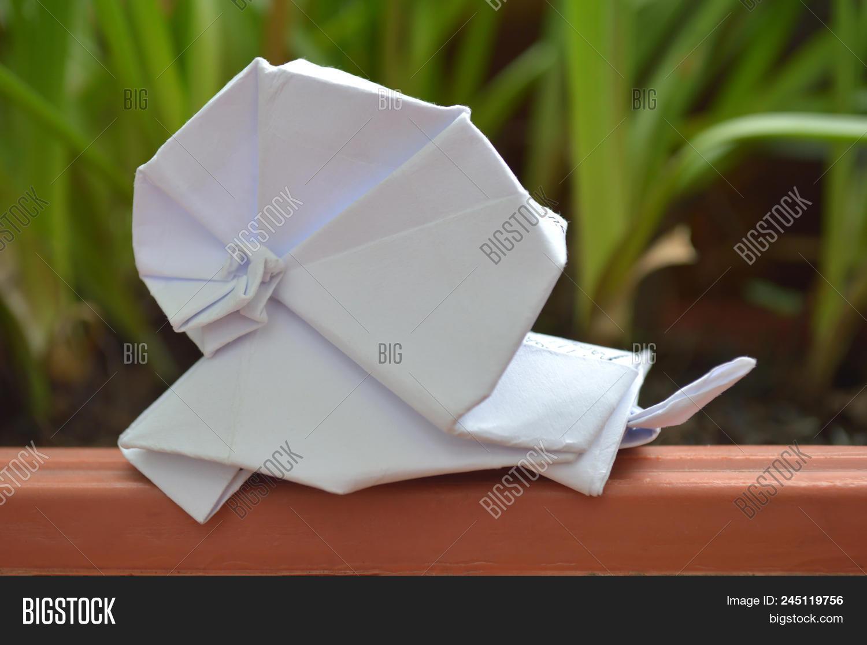 Snail Seo Won Seon (Redpaper) | Gilad's Origami Page | 1117x1500