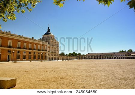 Aranjuez in a Spanish tourist destination, famous for its historical heritage, is also called the royal estate of Aranjuez as it was one of the royal properties of the crown of Spain.