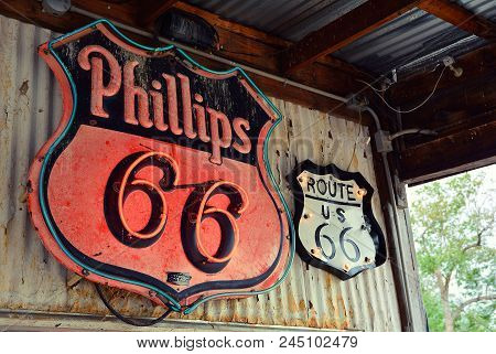 Hackberry, Arizona, Usa - July 24, 2017:  Phillips 66 Gas Station Sign And Logo. The Phillips 66 Com